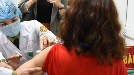 'Việt Nam phấn đấu có một vaccine COVID-19 tự sản xuất trong năm 2021'