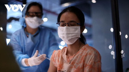 'Tiêm ngay vaccine khi có cơ hội, đừng chờ đợi vì không có khái niệm vaccine xịn'