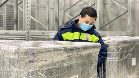 Hơn 1,2 triệu liều vaccine của AstraZeneca về đến sân bay Tân Sơn Nhất