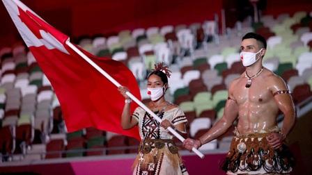 Nam thần ngực trần người Tonga gây sốt ở lễ khai mạc Olympic