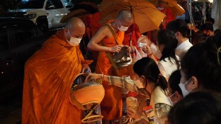 Độc đáo nghi lễ Xaybath - Lễ hội vào chay của người dân Lào