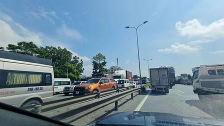Nhiều xe vào Hà Nội phải quay đầu, cao tốc Pháp Vân- Cầu Giẽ ùn tắc
