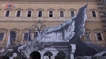 Tác phẩm 3D độc đáo trên mặt tiền đại sứ quán Pháp ở Italia