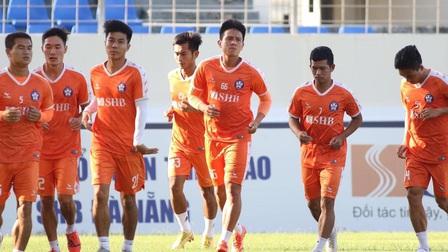 Cầu thủ SHB Đà Nẵng phát hoảng vì F0 Covid-19 vượt rào vào đá bóng