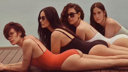 Dàn mỹ nhân Hollywood khiến giới trẻ ghen tị vì body đẹp như tạc ở tuổi ngoài 50