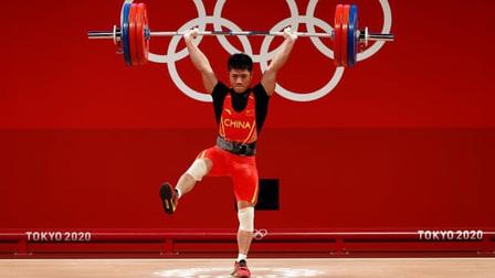 VĐV Trung Quốc đứng một chân nâng tạ vẫn... phá kỷ lục Olympic