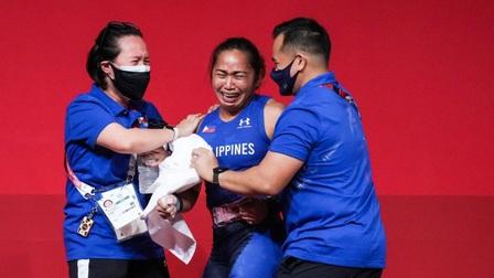 VĐV Philippines 'khóc như mưa' khi giành tấm HCV lịch sử và lập kỷ lục Olympic