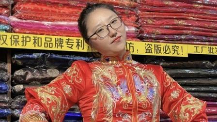 Trung Quốc: Cô gái tốt nghiệp đại học trở thành người mẫu chuyên thử tang phục cho người đã khuất