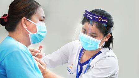Gần 1 triệu liều vaccine phòng dịch Covid-19 về đến sân bay Tân Sơn Nhất