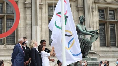 Cờ Olympic 2024 tung bay ở Paris