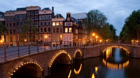 Không cần đến Venice, châu Âu còn rất nhiều thành phố kênh đào tuyệt đẹp