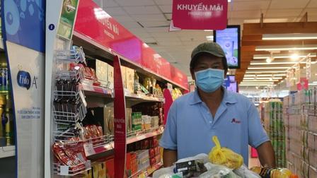 Nhiều siêu thị ở TP.HCM sáng nay bớt cảnh chen chúc mua hàng
