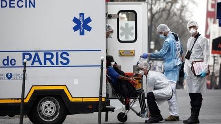 Mỹ và châu Âu đau đầu tìm cách tăng tỷ lệ tiêm chủng