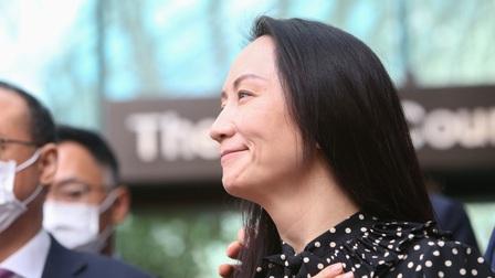 'Công chúa' Huawei 'ứa nước mắt' trên chuyến bay về Trung Quốc