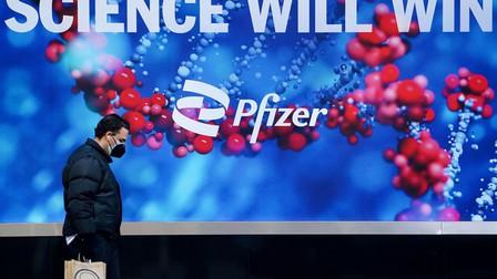 Pfizer thử nghiệm thuốc viên kháng Covid-19, Tổng thống Joe Biden tiêm mũi vaccine tăng cường