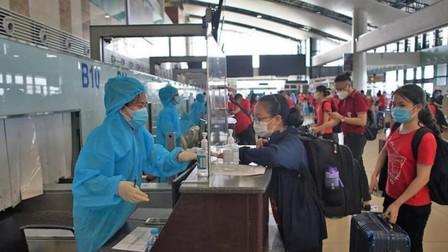 Cục Hàng không'tuýt còi'các hãng bay mở bán vé nội địa