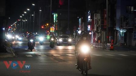 """Đường phố TP.HCM nhộn nhịp trước thềm """"bình thường mới"""""""