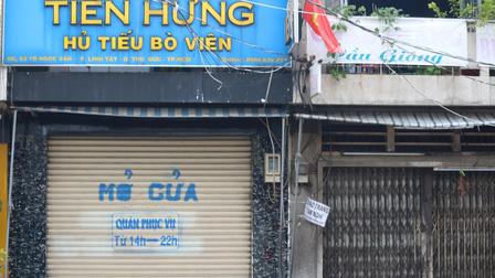 Rất ít hàng quán mở cửa trở lại dù TP.HCM cho phép bán mang đi