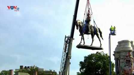 Mỹ dỡ bỏ bức tượng gây tranh cãi liên quan đến phân biệt chủng tộc