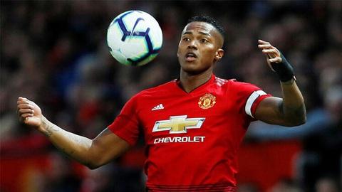 Cựu đội trưởng Man United giải nghệ ở tuổi 35