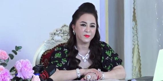 Bà Phương Hằng với các livestream lệch chuẩn: Đã đến lúc cần xử lý nghiêm