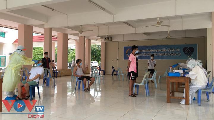 Chuyên gia y tế Việt Nam chia sẻ kinh nghiệm, đề xuất các giải pháp hỗ trợ Lào phòng, chống dịch COVID-19