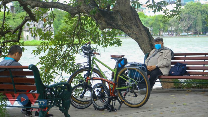 Hà Nội: Bờ Hồ, phố cổ nhộn nhịp trở lại