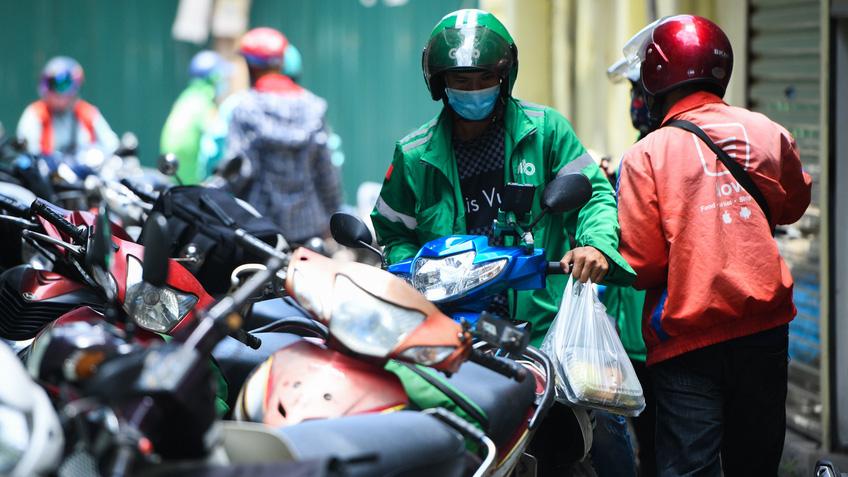 Hàng quán ở Hà Nội 'lách' quy định để bán online